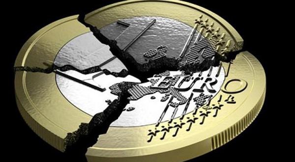 Бивши британски министар финансија: Спасавање евра џиновска пирамидална шема