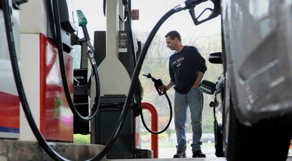 Бензин за месец дана поскупео више од шест динара 1