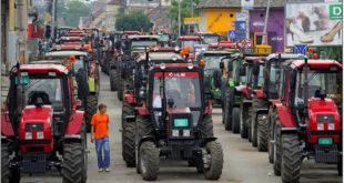 СЕЉАЧКА БУНА: Тракторска блокада путева у 107 градова 9