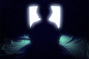 Гледање ТВ до касно повезано са депресијом 9