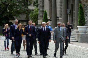 Јешић: Прво оставке, па избори у ДС