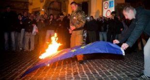 Почело је, почело: Словаци спалили заставу ЕУ 5