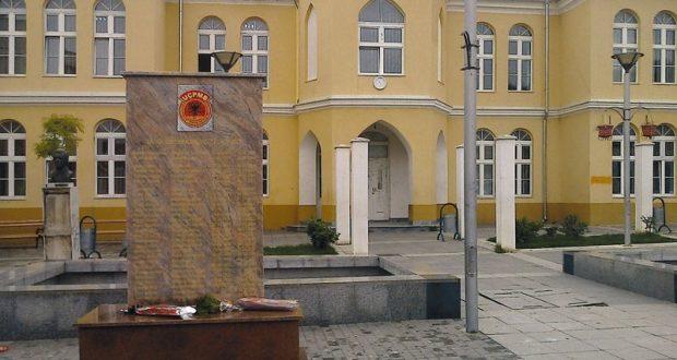 Владајући режим немоћан пред споменицима терористима 1