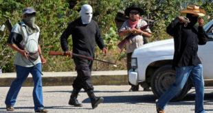 Мексико: Грађани узели оружје и хапсе криминалце 10