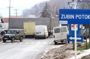 Срби блокирали пут у Зубином Потоку