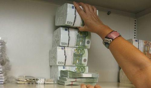 Грађани плаћају, картел троши: Ребаланс Буџета Србије доказује да је он Вучићева крава музара