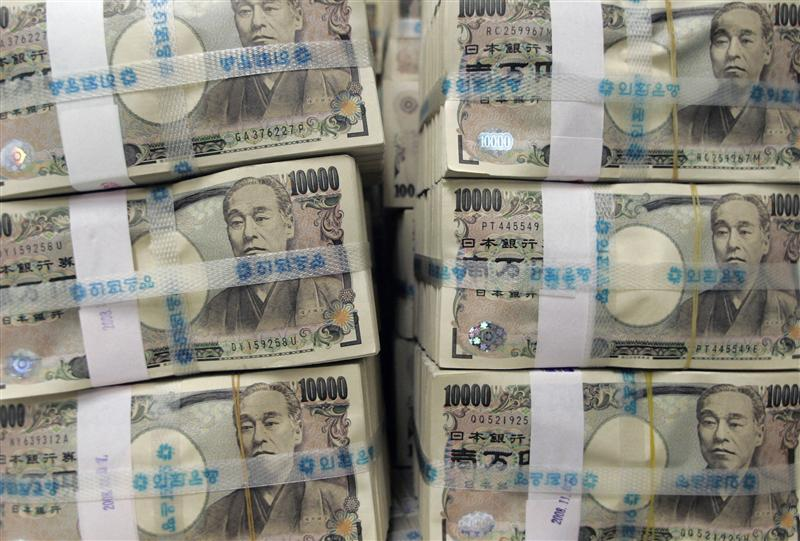 Stacks of ten thousand Japanese yen bills are piled up before counting at the Korea Exchange Bank in Seoul