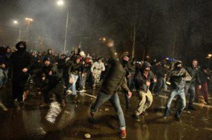 Бугарска: Народ срушио владу због поскупљења струје и грејања (фото)