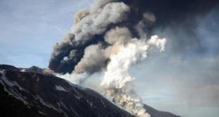 Италија: Етна опет избацује лаву и пепео 3