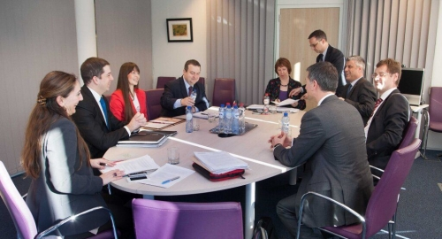 За истим столом: Ивица Дачић и Хашим Тачи | Фото: ФоНет