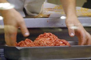 У тањиру све мање меса