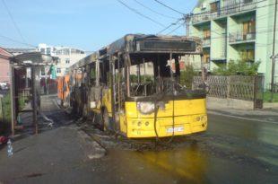 У Калуђерици потпуно изгорео аутобус ГСП, БусПлус остао читав