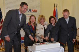 Синхронизовани спољни и унутрашњи удар на Србију