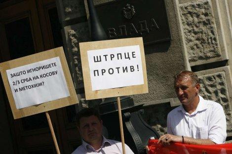 """Срби јужно од Ибра остали испред зграде Владе: """"Нису нас ни погледали"""" (видео)"""