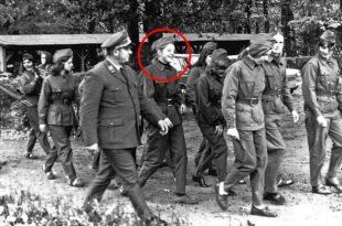Фото: Ангела Меркел као Источно Немачка партизанка