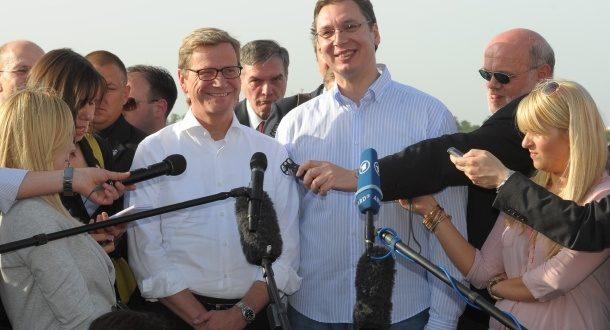 Вестервеле, Вучић и Дачић укидају српску државу