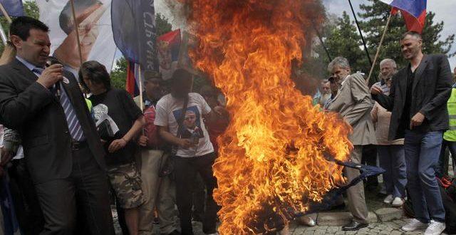 Радикали палили шиптарске и заставе ЕУ у знак протеста због посете Гвида Вестервелеа