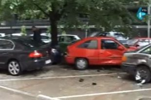 Ђиласова десна рука, Душан Елезовић уништава паркиране аутомобиле по Новом Саду (видео)