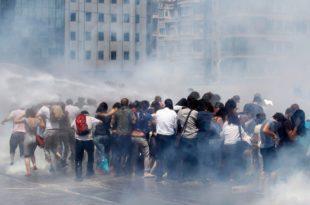 Турска: Рат демонстраната и полиције због парка (видео)