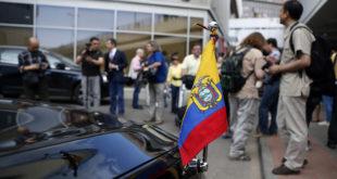 Еквадор и Русија преговарају о судбини Сноудена 7
