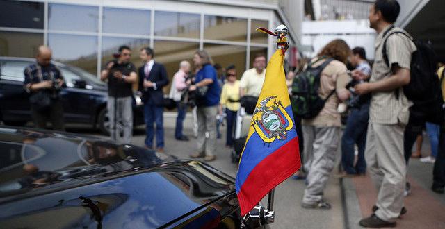Еквадор и Русија преговарају о судбини Сноудена 1