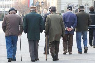 Политичари тргују, пензионери гладују