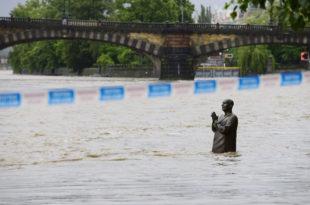 Поплаве у Европи: Шест жртава, многи нестали и евакуисани (фото)