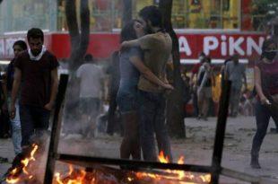 """Турска: Протест почео због парка, траје због """"терора државе"""": Двоје мртвих (фото)"""