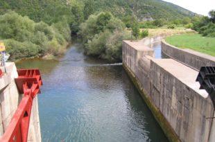 Шиптарима бесплатна вода, Србима суве славине