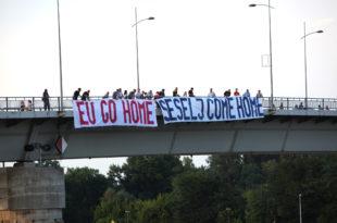 Перформанс радикала на Варадинском мосту