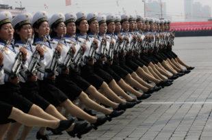 Војна парада у Северној Кореји (видео) 9
