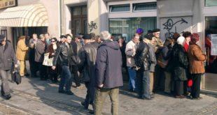 Босна и Херцеговина банкротирала: Обустављена исплата пензија 2