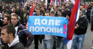 Ваздушни десант Вучићеве мафије: Српским небом лете Вођине конфете 9