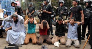 Каиро: Булдожерима на демонстранте, на десетине мртвих и повређених 3