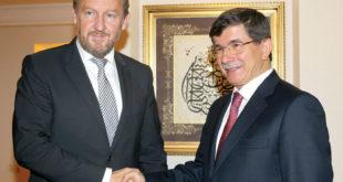 Турски лажов Давутоглу: Рат у Босни покољ ненаоружаног народа! 1