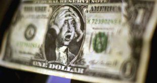 Блумберг: Долар више није водећа светска валута