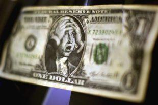 Оштар пад: Долар на најнижем нивоу од 1995.