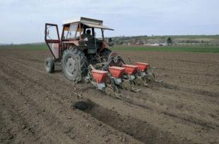 Странци пречицом до пољопривредног земљишта