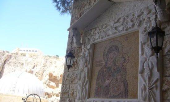Асад тенковима и тешким наоружањем брани хришћански град од терориста Ал Каиде 1
