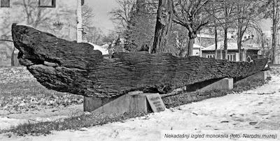 Чамац моноксил из 7. века нове ере, откривен је 1954. године у селу Црквенац, у близини Свилајнца. Пре скоро миленијум и по њиме су Моравом пловили стари Словени, а данас, у центру Крагујевца.