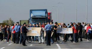 Нећеш проћи! Радници Желвоза блокирали мост Смедерево - Ковин 2