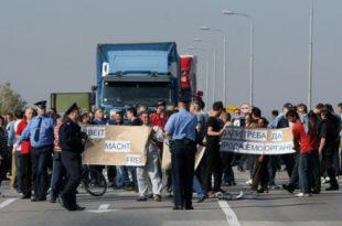 Нећеш проћи! Радници Желвоза блокирали мост Смедерево - Ковин