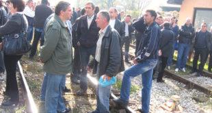 Радници ФАП-а блокирали пругу Београд-Бар 5