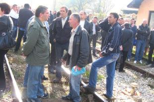 Радници ФАП-а блокирали пругу Београд-Бар