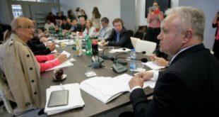 Велики борац против корупције Вучић  је најобичнији преварант, о пљачки Фонда за развој Србије тешкој 1.5 милијарди евра не сме ни да писне 9