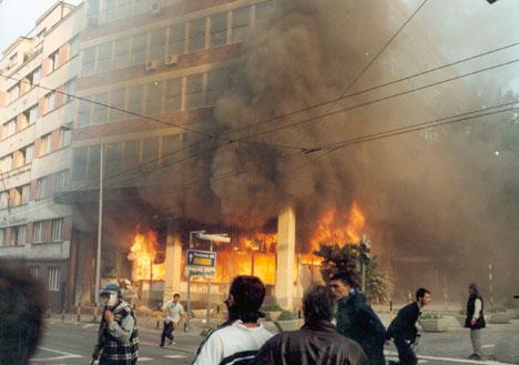 Зграда РТС у пламену (Фотодокументација Политике)