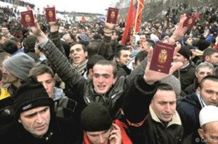 Шиптари са КиМ масовно узимају српске пасоше док Србима то није дозвољено?!