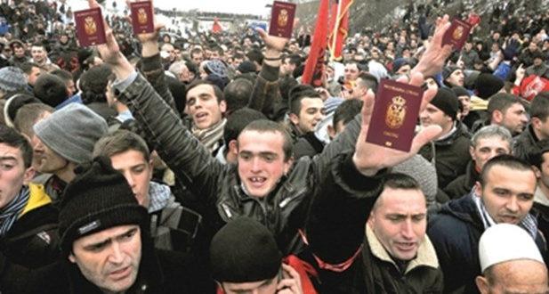 Шиптари са КиМ масовно узимају српске пасоше док Србима то није дозвољено?! 1