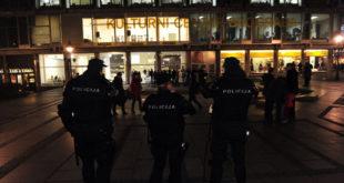 ХАОС У ЦЕНТРУ БЕОГРАДА: Полиција растерује и хапси демонстранте због шиптарске изложбе 4