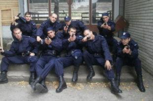 Српски полицајци с друге стране закона